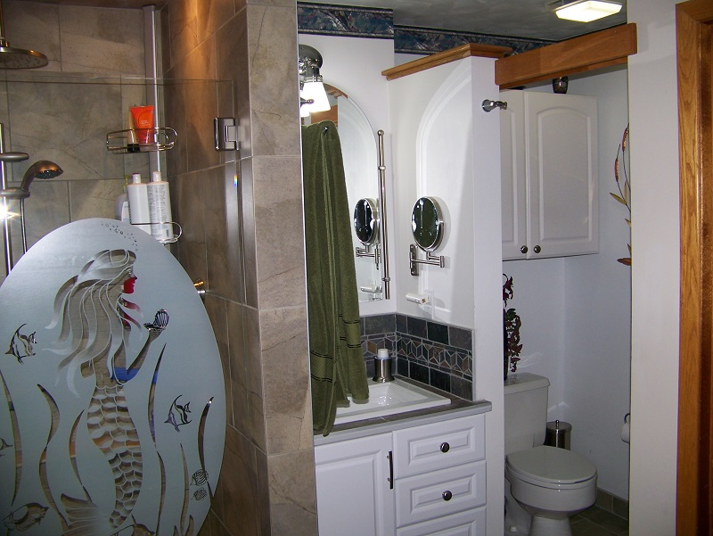 Prestige Services LLC, Erie, PA :: Bathroom Tub and Windows